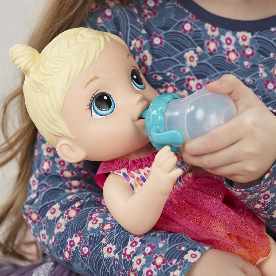 Кукла беби элайв с мороженым