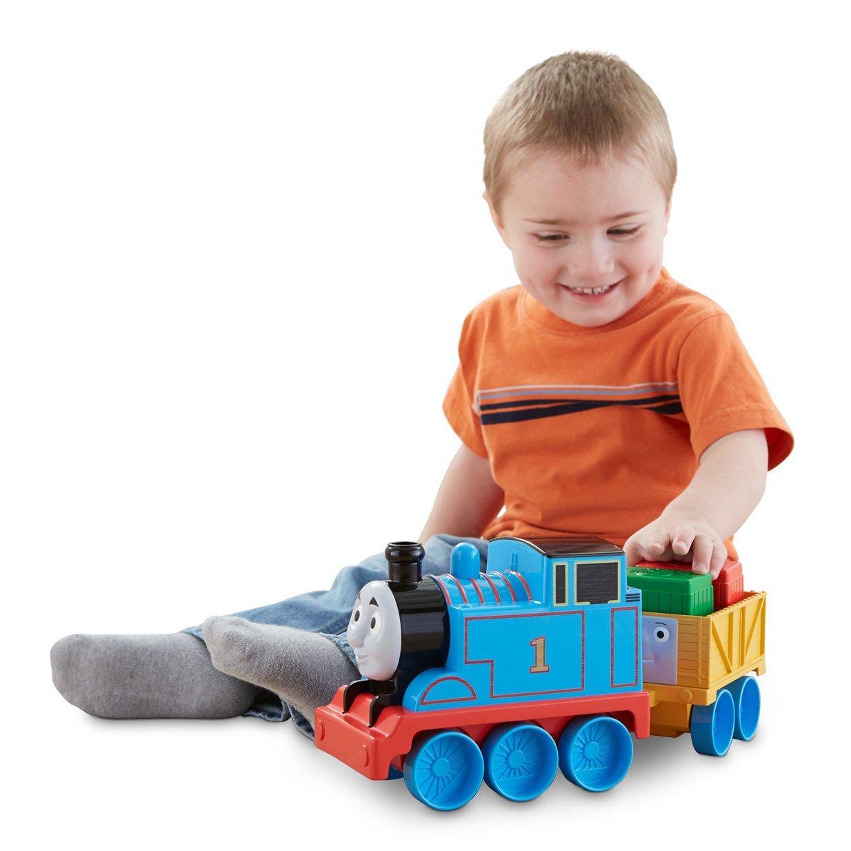 Мальчика с игрушкой картинка