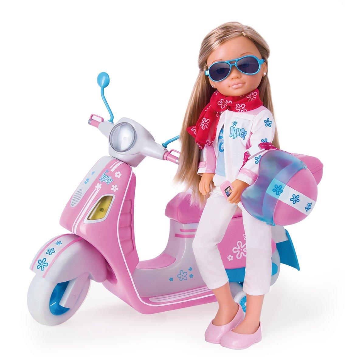 Кукла Нэнси в наборе со скутером (световые эффекты)