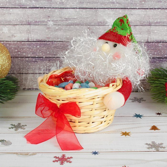 "Конфетница ""Дед Мороз"" снежинки на колпаке"
